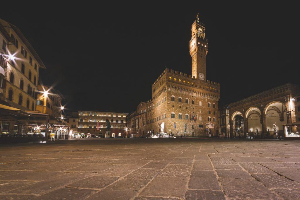 Piazza di Palazzo Vecchio a Firenze di notte
