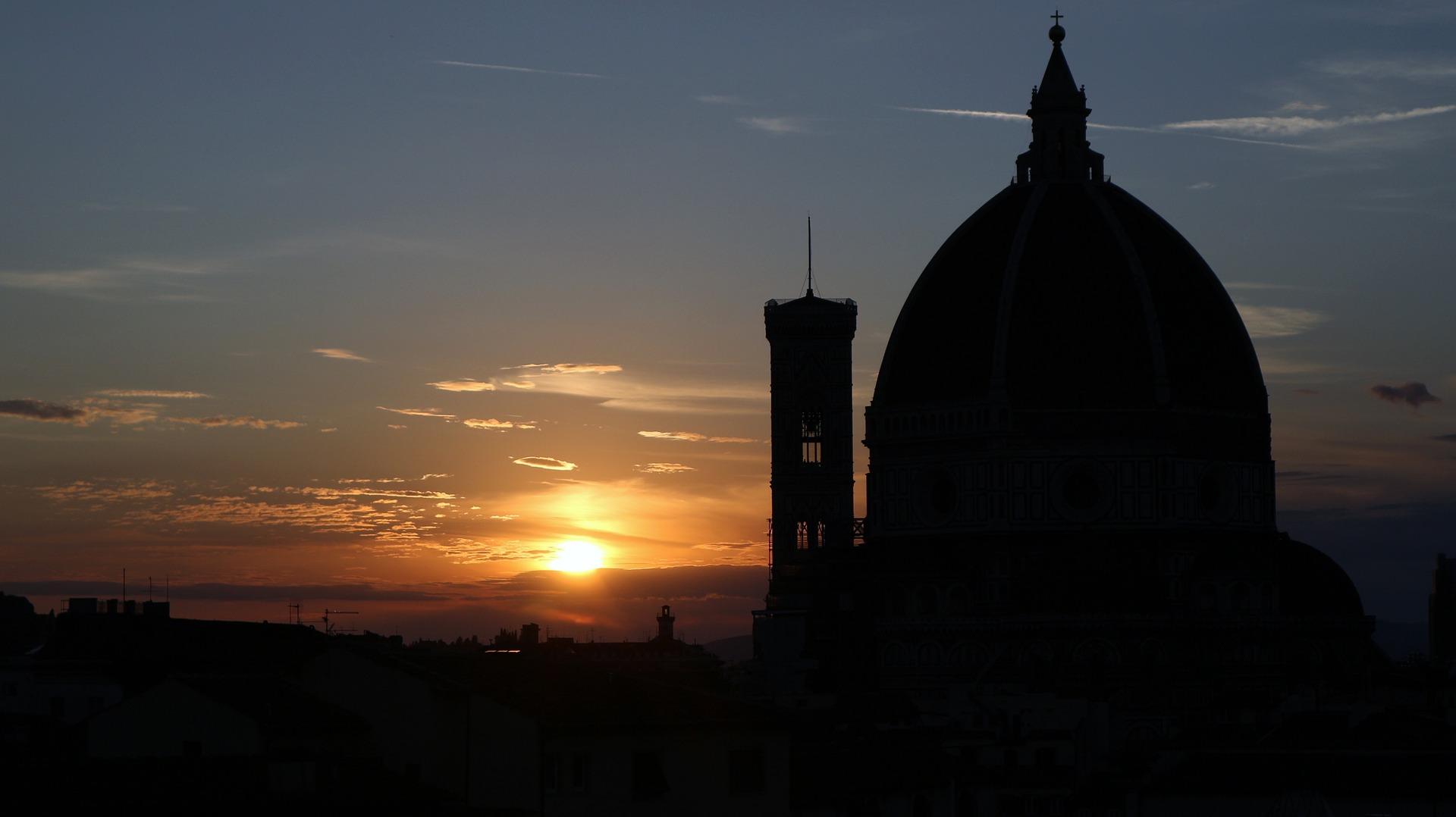 Duomo di Firenze con tramonto
